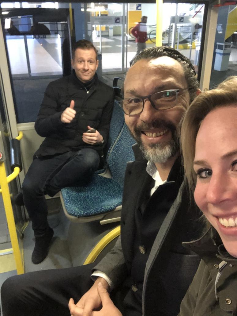 in de bus naar de award uitreiking